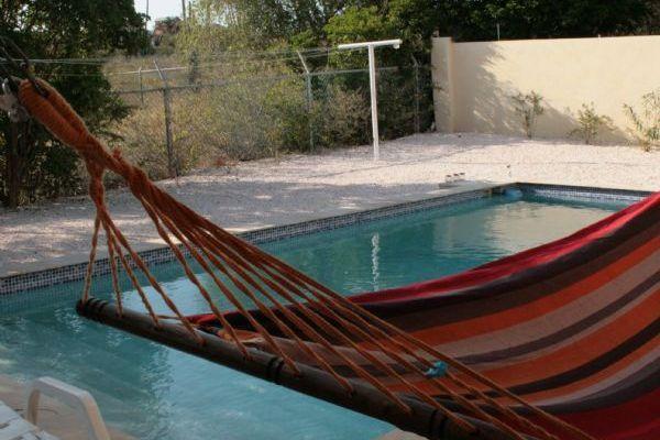 Bronsweg 23 janwe van olst real estate cura ao - Terras teak zwembad ...