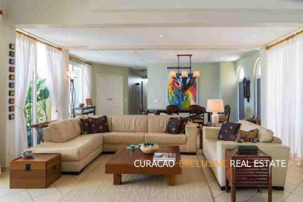 Wenteltrap In Woonkamer : Beau rivage penthouse van olst real estate curaçao